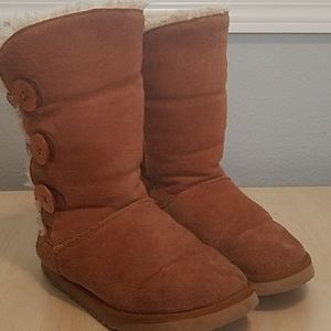 Ugg classic chestnut 3 -button fur-lined boots 7